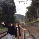 松本伊代が線路で写真撮影。学生レベルの知能に発達障害は本当の声も?